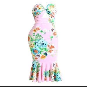 Strapless trumpet/mermaid body on dress.